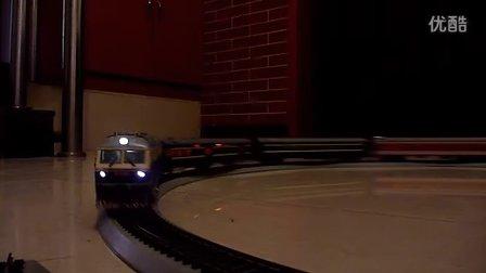 东风DF11型内燃机车模型牵引混编客车高速行驶