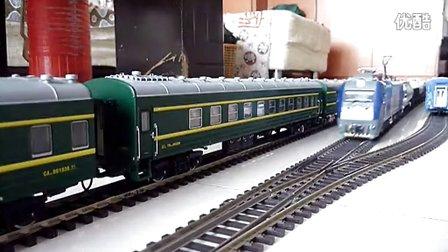 火车模型和谐D3牵引混编货列行驶