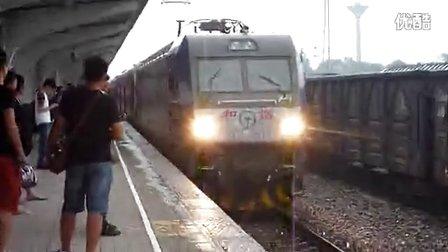 和谐D3C牵引K1626雨中进邢台站