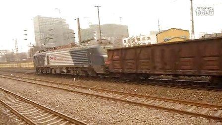 和谐D2B牵引全敞大列快速通过邢台站