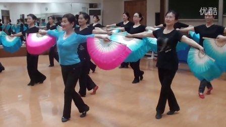 刘华年老师和她的民舞班