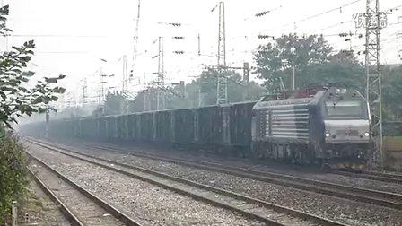 和谐D2B牵引全棚大列通过邢台站南
