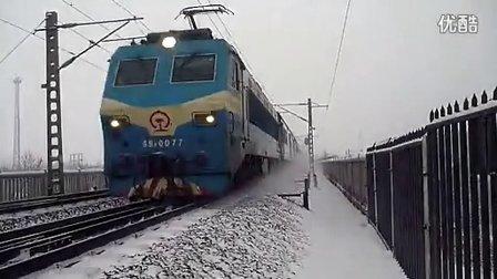 T2雪中通过邢台七里河大桥