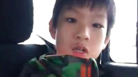 北京小孩模仿美国警察:)