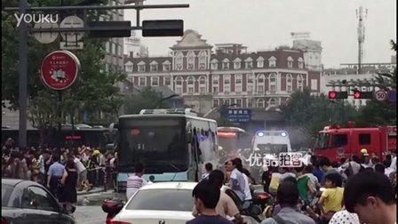 【拍客】目击者讲述杭州公交车燃烧惊魂一幕