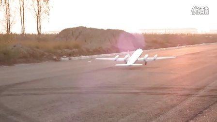 牛人自制巨型遥控飞机