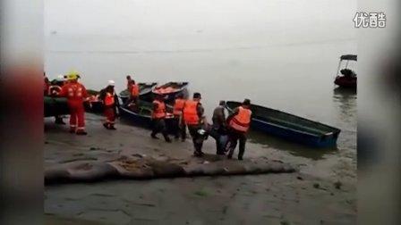 实拍救援现场 载有400余人客船在长江倾覆