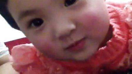 可爱宝宝香娃儿和妈妈亲嘴