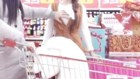 超市自拍--摸胸记