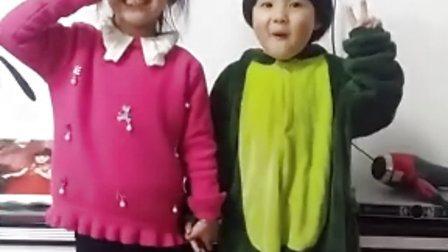 可爱宝宝香娃儿和张美琪姐姐给大家拜年