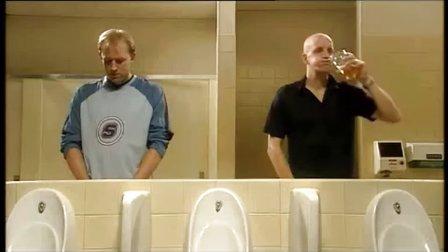 看了你就知道老外在厕所都会干些什么