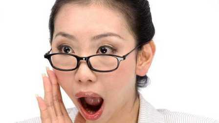 杨钰莹歌声男神魔性广场舞 大妈看了都回家养老了