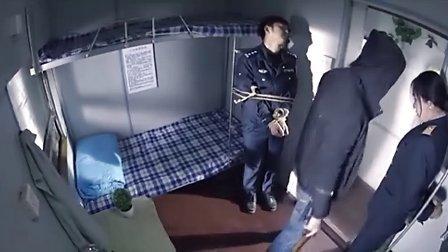 警察与歹徒搏斗最后被捆绑