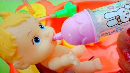 小猪佩奇照顾小宝宝洗澡喂奶过家家