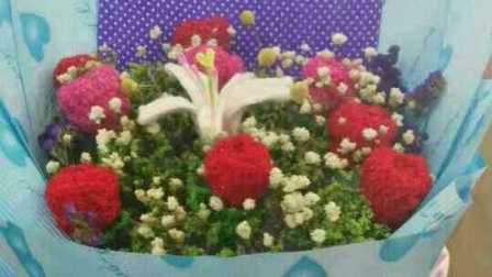 玫瑰花编织包装生日礼物鲜花花束包装花视频