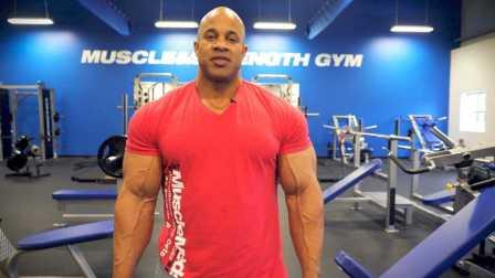 职业健美选手Victor Martinez分享他一些的胸肌训练技巧