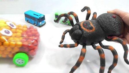 带玩具的视频 巨型蜘蛛攻击泡泡糖鳄鱼 巴士玩具  流行玩具 小汽车玩具游戏
