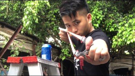 [凌云雷鹏]弹弓另类玩法-飞扑克牌轻松切爆可乐罐