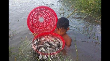 坏了的风扇别扔掉, 看看这个娃娃拿他抓了多少鱼