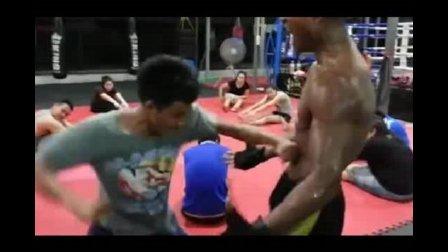 泰拳王播求到底跟一龙到底谁厉害, 这个视频告诉你播求抗击打多强!
