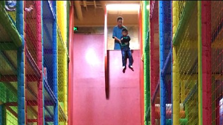 【快6岁】5-5哈哈在游乐场玩超级高的滑滑梯,很刺激IMG_8800