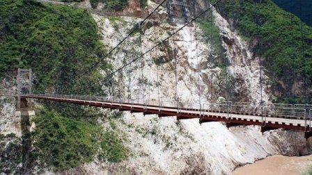 实拍跨越澜沧江的两座铁索桥, 非常雄伟!