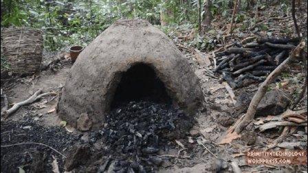 原始技术: 可重复使用的木炭窑