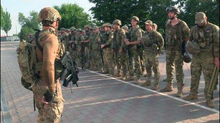 """单兵全面西化! 乌克兰""""有名""""的特种单位亚速营集训场面"""