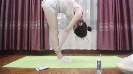 美女 教你做瑜伽