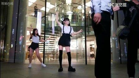 女团妹子 街边跳舞 不知趣的保安大叔强行驱赶