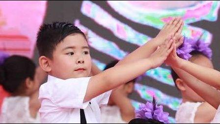 【6岁】6-25哈哈紫薇幼儿园毕业演出节目《老师亲妈妈亲》IMG_8994