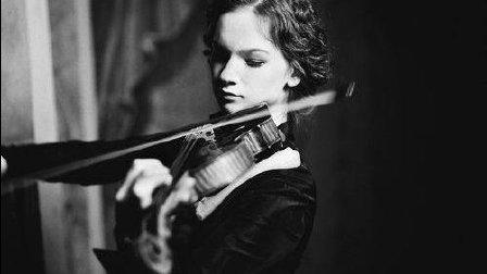 音乐无界: 美国美女小提琴家希拉里·哈恩执行贝多芬小提琴协奏曲 - 第一卡迪达