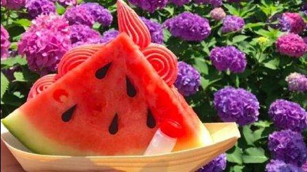 日本这家店的西瓜冰淇淋, 西瓜子是巧克力做的, 好看又好吃!
