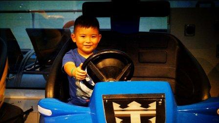 【6岁】7-3哈哈在游轮上玩桌上冰球,准备去玩碰碰车IMG_3450.