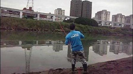 溪钓获15 2公斤米级大头鲢