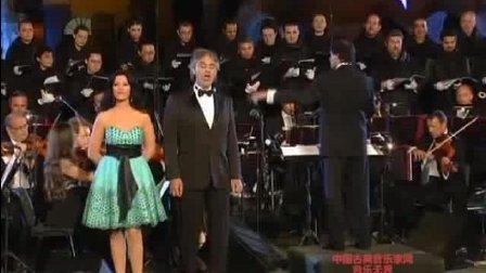 音乐无界: 安德烈波伽利与安吉拉·乔治乌合唱《茶花女》饮酒歌, 剧情的转换全在歌里了!