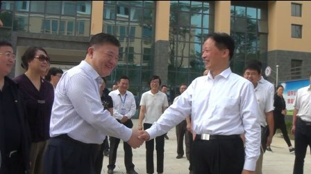 全国人大副委员长陈竺视察镇雄城南中学