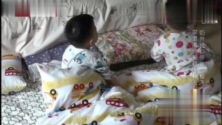 宝宝饿的裤子都不穿, 看看宝宝奇葩的叫爸爸起床做饭方式