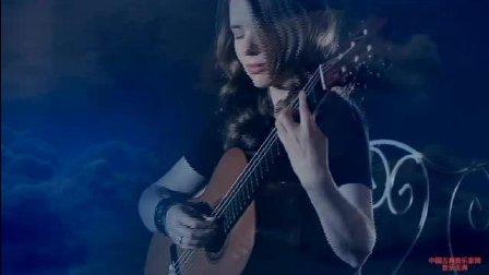 音乐无界: 古典吉他女神塔天娜超高技巧演奏张靓颖《 Your Song》
