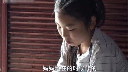 留守女孩田霞芬农村12岁留守女孩家务样样精通, 担当起做妈妈的角色照顾妹妹
