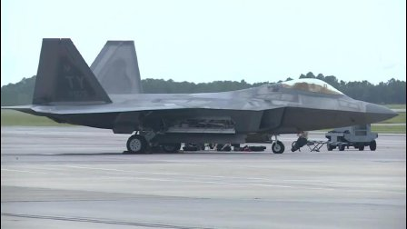 F-22隐形战机在美军军事基地整装待发