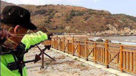 成都弹弓高手百步穿杨秀绝技, 轻松将飞着的蜻蜓打到!