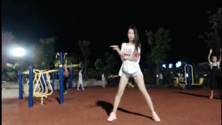 滢滢体育公园性感热舞《不要别的男人只要你》