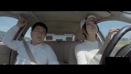 说女司机开车不行, 看看这位美女开车把教练都吓尿了,