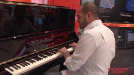 音乐无界: 大师的公共钢琴演奏简直太好听! 引众人围观!