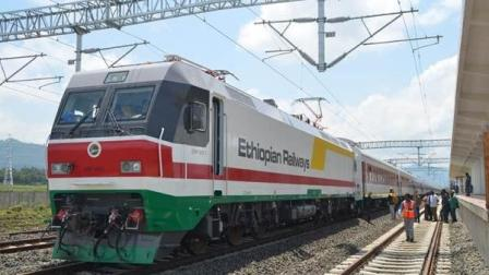 非洲首条中国铁路, 7天路程缩短到10小时, 当地人直呼中国万岁