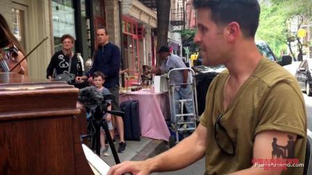 音乐无界: 纽约街头钢琴、小提琴二重奏, 美女帅哥超默契配合演奏!