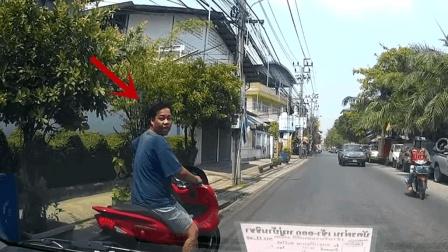 嚣张的摩托司机