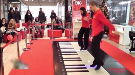 音乐无界: 男女配合演奏地上钢琴, 边跳边演奏, 精彩至极