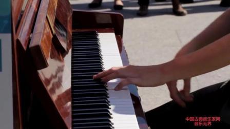 """音乐无界: 美女演奏英国摇滚乐队""""皇后乐队""""《波西米亚狂想曲》"""